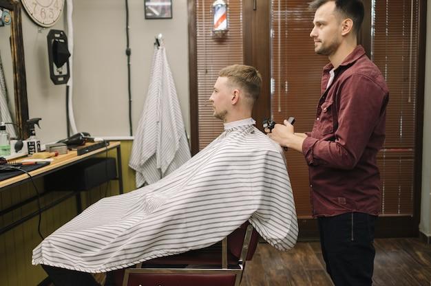 理髪店のコンセプトの側面図