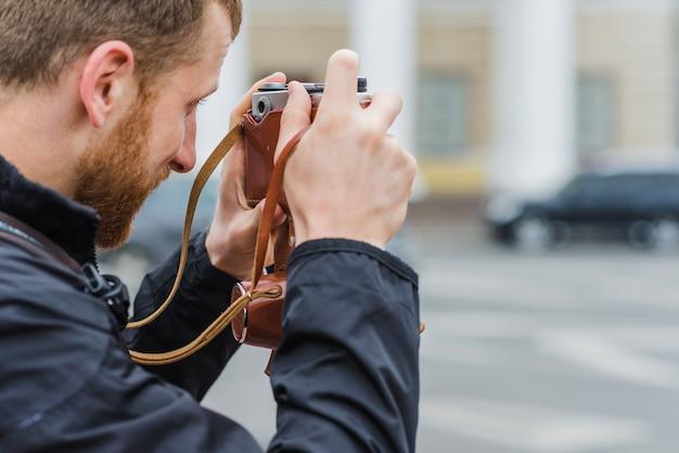 Вид сбоку человека с камерой Бесплатные Фотографии