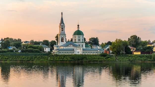 トヴェリの聖キャサリン修道院の側面図