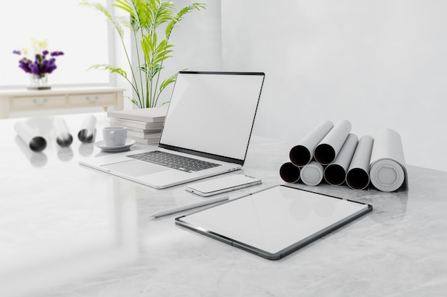 Вид сбоку рабочей площадки с пустым экраном ноутбука в доме