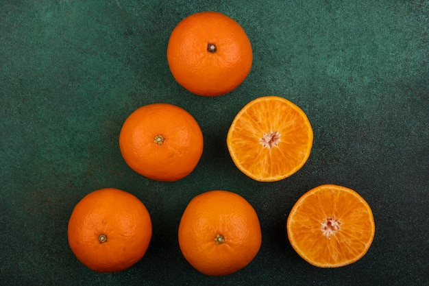 緑の背景にオレンジ色の側面図