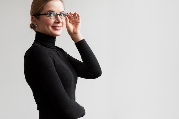 Side view smiley woman with glasses