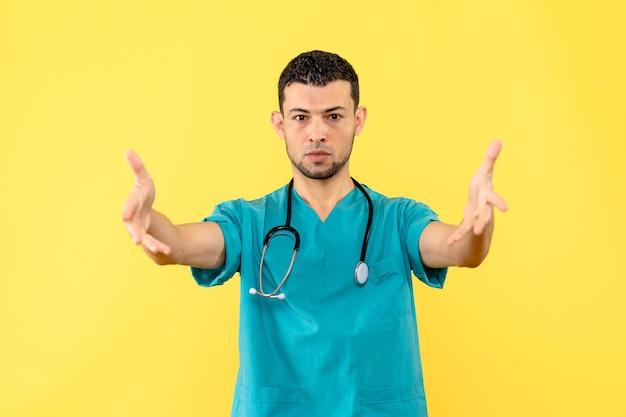Specialista della vista laterale un medico parla dell'importanza del lavaggio delle mani
