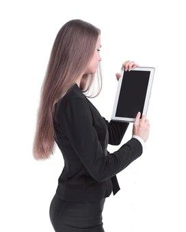 측면보기. 디지털 태블릿으로 성공적인 비즈니스 우먼입니다. 흰색 배경에 고립.