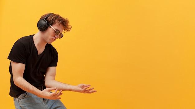 Side view teenage boy dancing