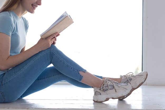 Sideways woman reading with copy space