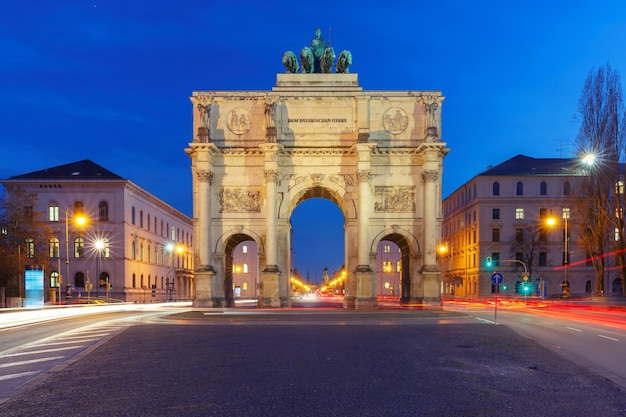 勝利の門、夜の勝利の門、ミュンヘン、ドイツ