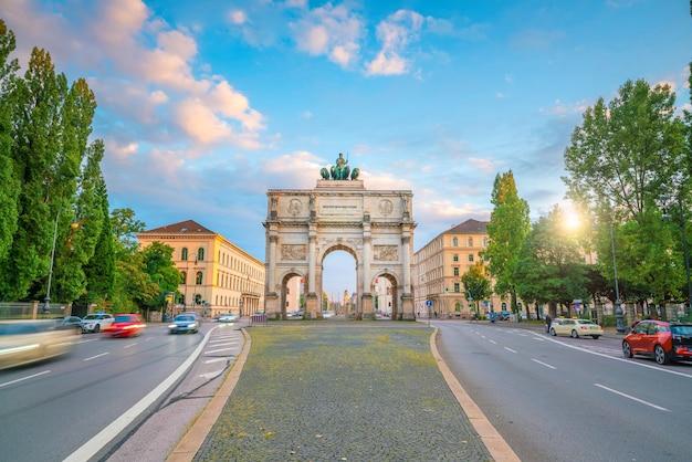 ドイツ、ミュンヘンの勝利の門(victory gate)凱旋門(門のテキストは「バイエルンはここにある」という意味です)