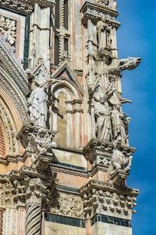 イタリア、トスカーナのシエナ大聖堂(duomo di siena)の外観