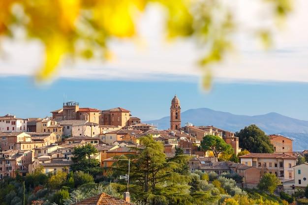 イタリア、トスカーナの晴れた日にシエナ旧市街