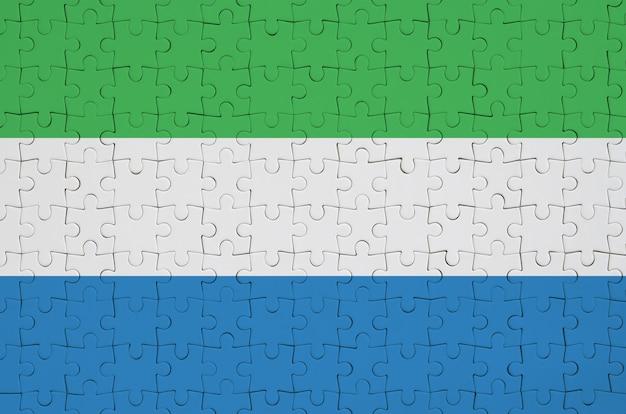 시에라 리온 깃발은 접힌 퍼즐에 그려져 있습니다