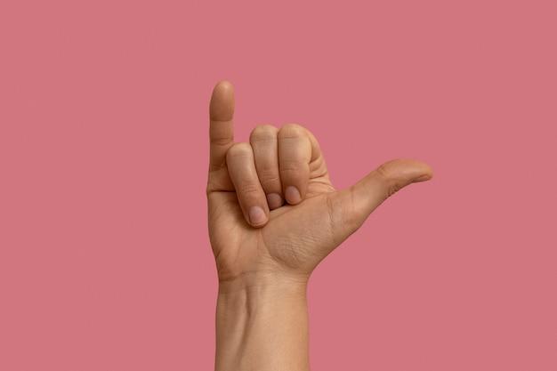 Simbolo della lingua dei segni isolato su rosa