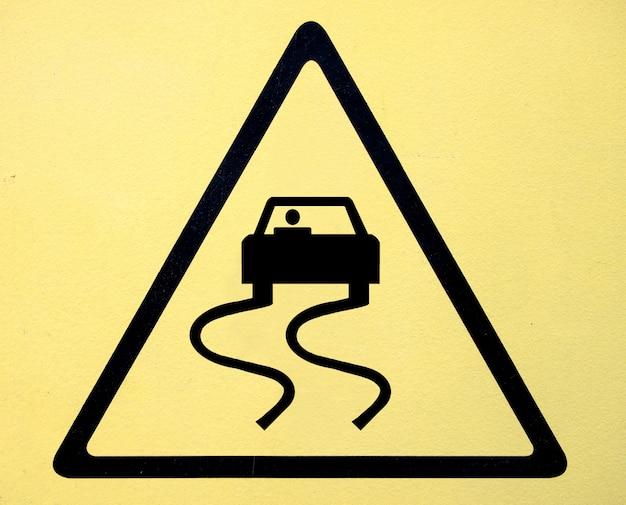 Знак опасности высоковольтный символ