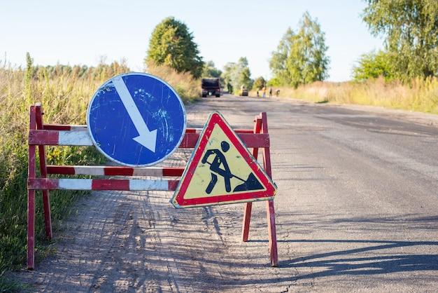 Sign of repairing road