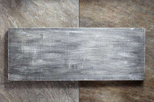 Вывеска и каменная фоновая текстура