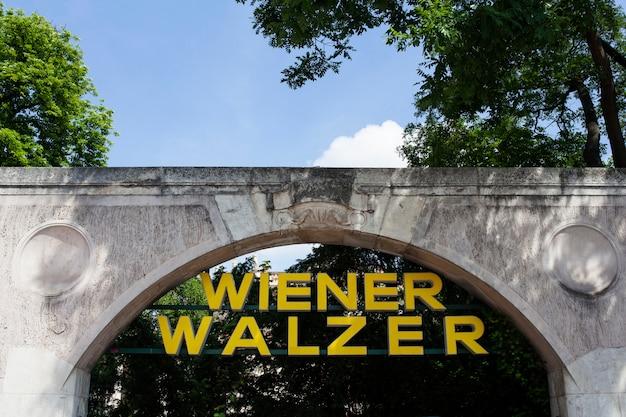 Signboard viennese waltz