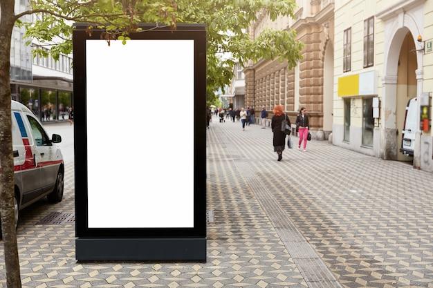 상업 정보를위한 모의 공간이있는 간판