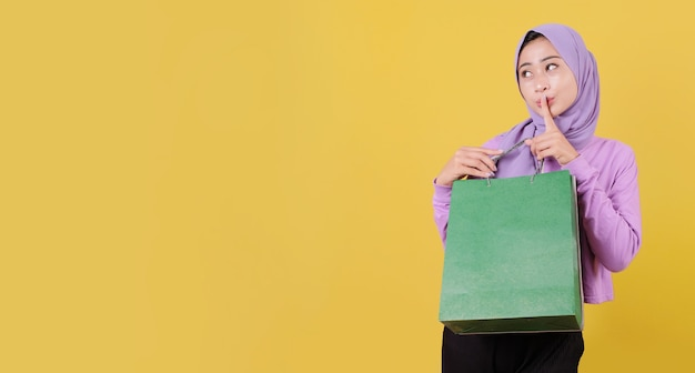 Silently beautiful asian shopaholic women holding shopping bags