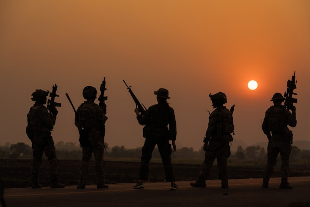 Silhouette action soldiers