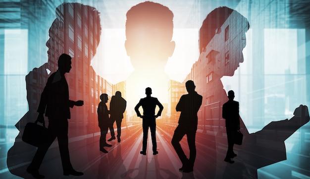Силуэт изображение группы деловых людей на фоне города
