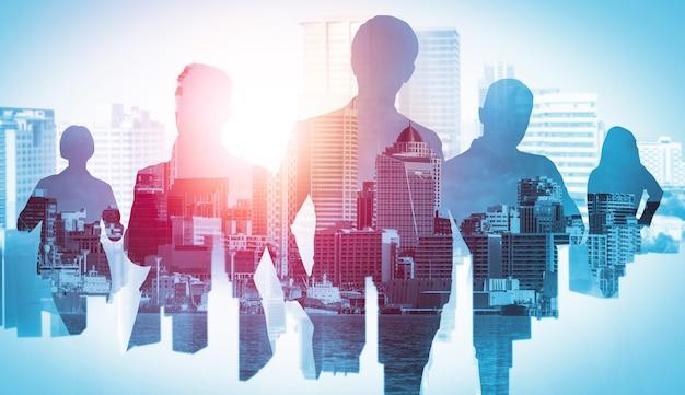 도시 배경에 비즈니스 사람들 그룹의 실루엣 이미지