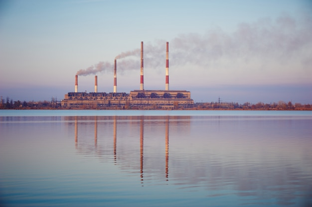 Силуэт газотурбинной электростанции