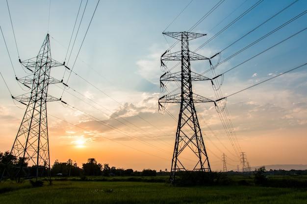 高電圧電柱構造のシルエット