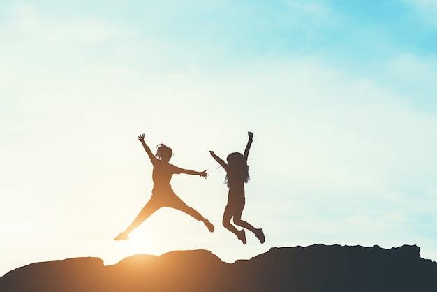 Силуэт людей счастливого времени