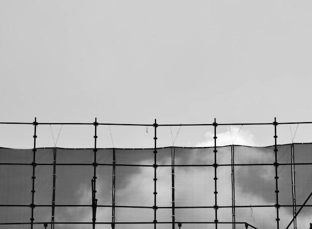 工事現場 - モノクロの足場のシルエット