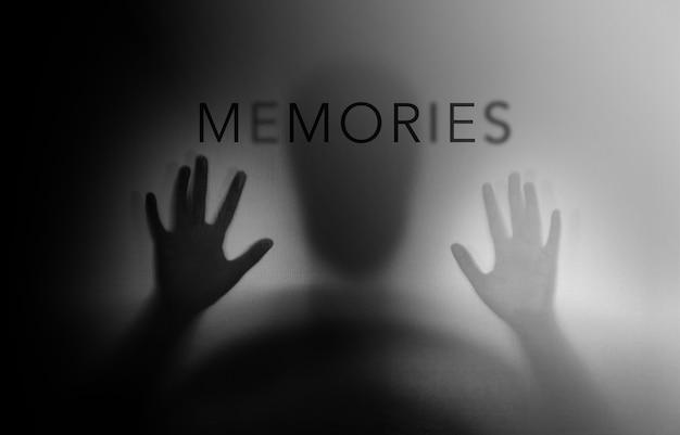 パーキンソン病またはアルツハイマー病として高齢者のシルエット