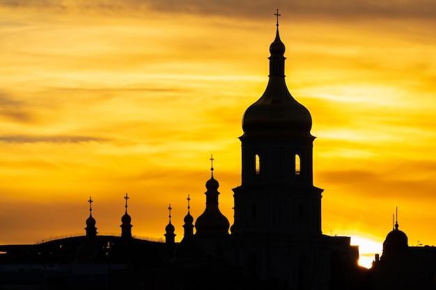일몰 하늘 키예프 우크라이나의 배경에 성 소피아 대성당의 실루엣