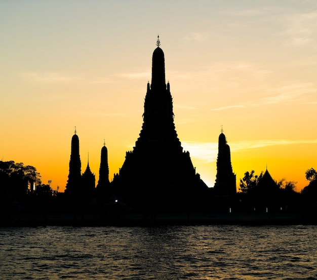 Silhouette of wat arun temple in bangkok