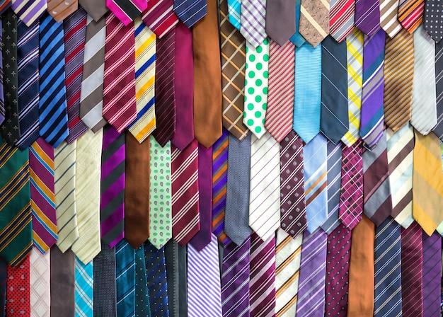 Коллекция шелковых галстуков, ткань текстильная на шри-ланке. магазин одежды на цейлоне