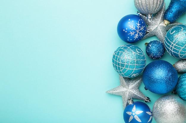 실버 및 블루 크리스마스 장식