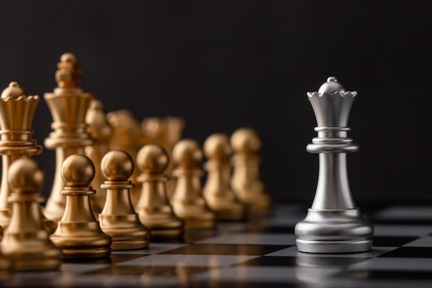 Серебряная королева - лидер
