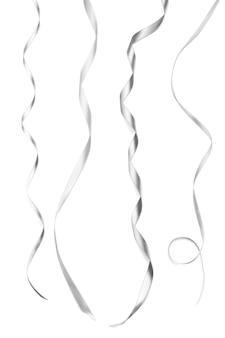 白い背景の上の銀のリボン