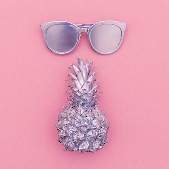 Серебряный набор для отдыха. ананас, солнцезащитные очки, пляжная мода, стиль минимальный