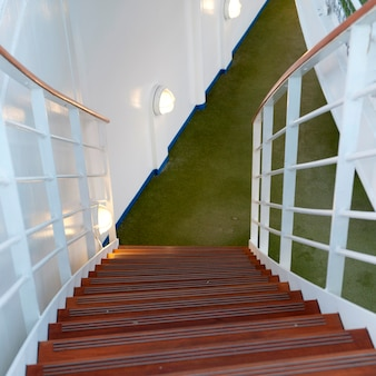 Лестница круизного судна silver shadow, восточно-китайское море