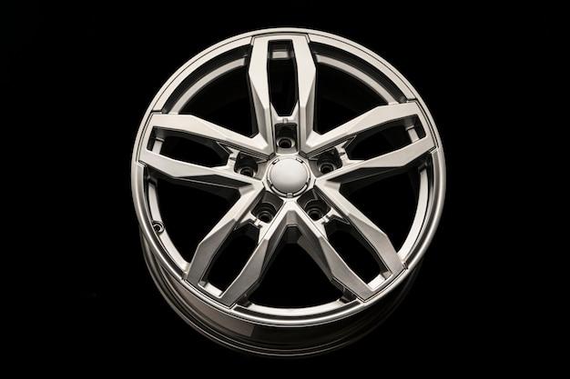 Серебряный внедорожник allloy wheel, крупный план