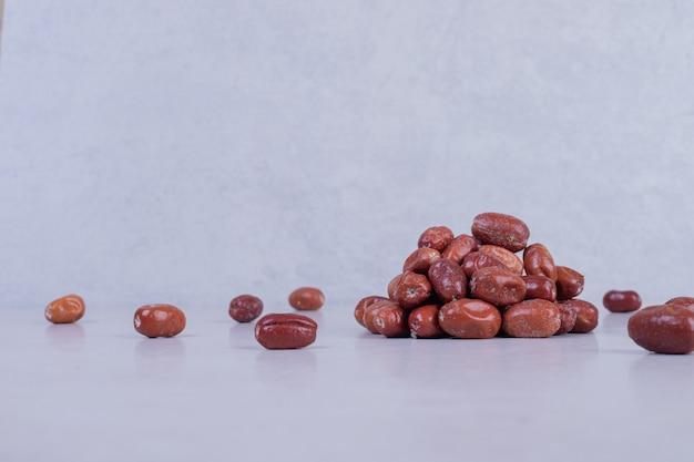 Плоды черники, изолированные на белом фоне.