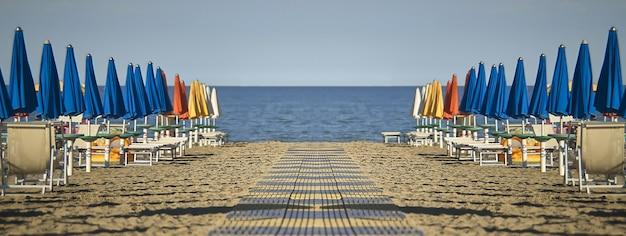 Simmetry 해변 세부 사항, 복사 공간이 있는 배너 이미지