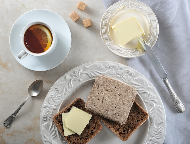 Simple breakfast   lemon tea and rye bread with butter