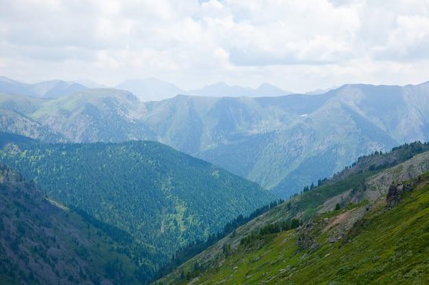 Простой пейзаж гор