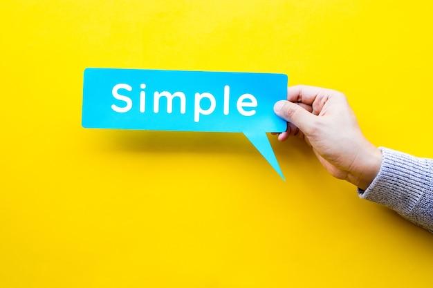 バブルスピーチのテキストを使用したシンプルまたは簡単な方法の概念。管理とプロセス