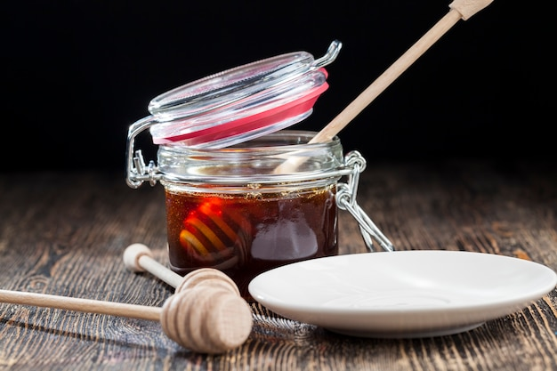 Simple and self-made ladle honey spoon is made of wood without sanding and processing, there are irregularities on the honey spoon, but it can still be used for applying honey