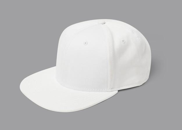 Простая бело-розовая шапка для головного убора