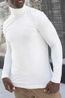 Простая белая рубашка с высоким воротом, уличная мода для мужчин