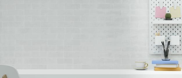 Простое рабочее пространство с канцелярскими принадлежностями на столе и полке на фоне кирпичной стены 3d иллюстрации