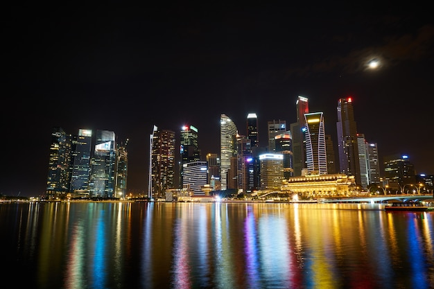 Сингапурский красивый комплекс небоскреб пейзаж