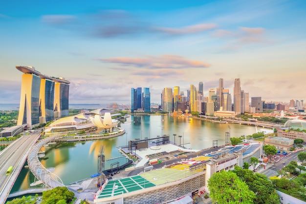 일몰에 싱가포르 시내 스카이 라인 베이 지역